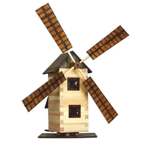 Molino de viento de madera