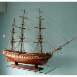 Maqueta naval montada Constitucion sin velas, artesanal